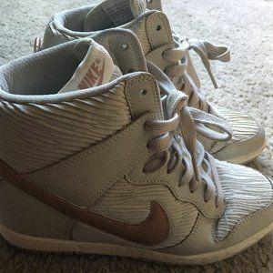 Nike women's dunk sky hi wedge sneaker
